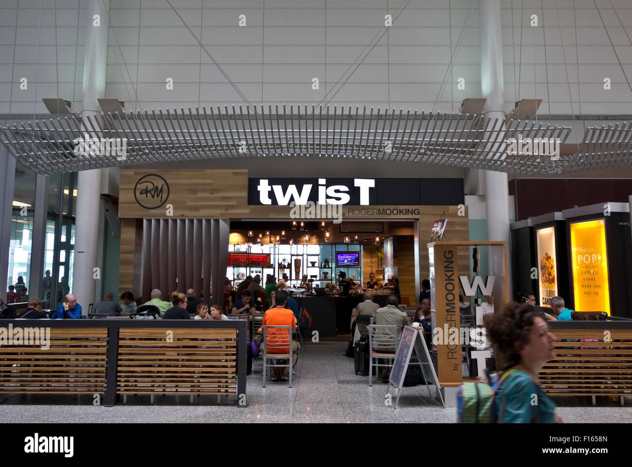 Restaurant Twist à l'aéroport international Pearson de Toronto, Ontario, Canada. Photo Stock