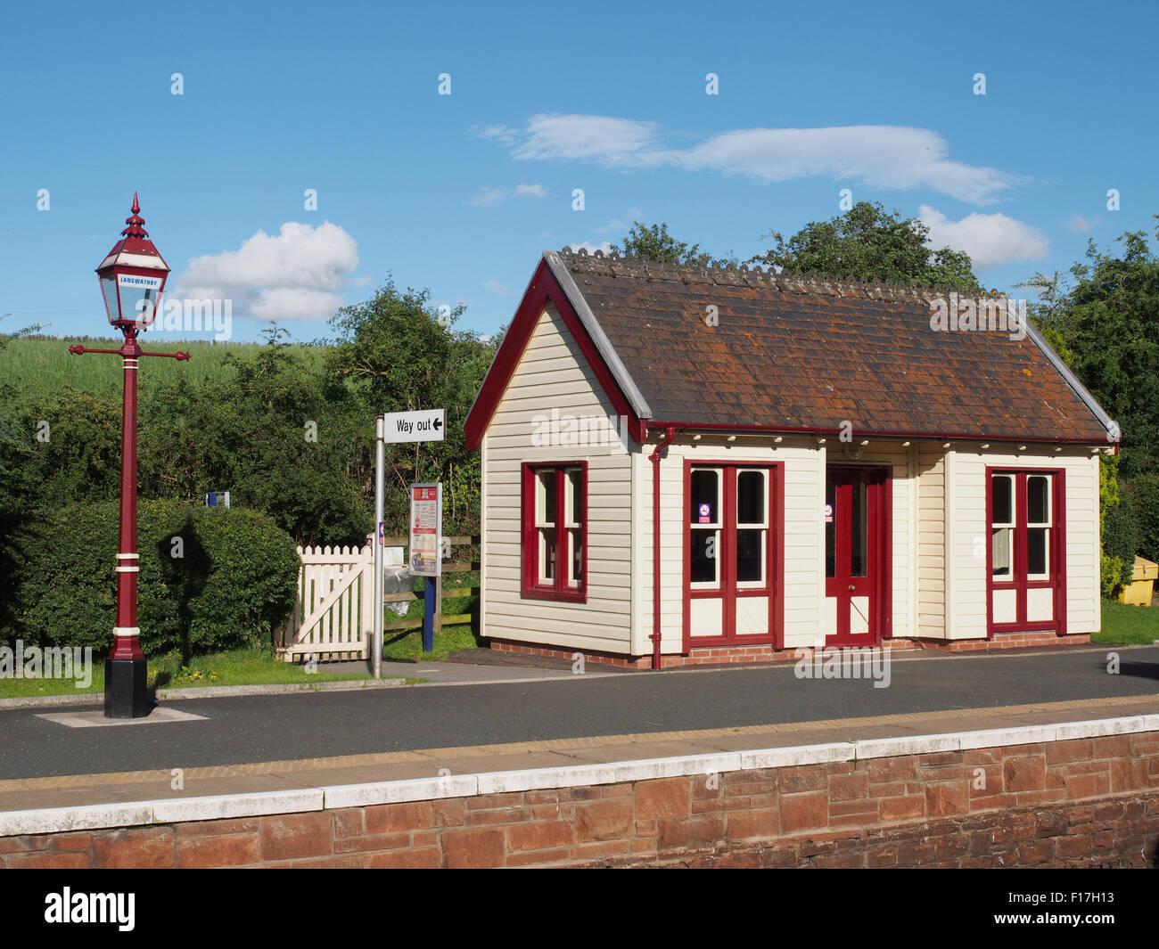 L'ancienne salle d'attente sur la plate-forme à Langwathby station sur la ligne de chemin de fer - Carlisle s'installer dans la région de Cumbria, Angleterre. Banque D'Images