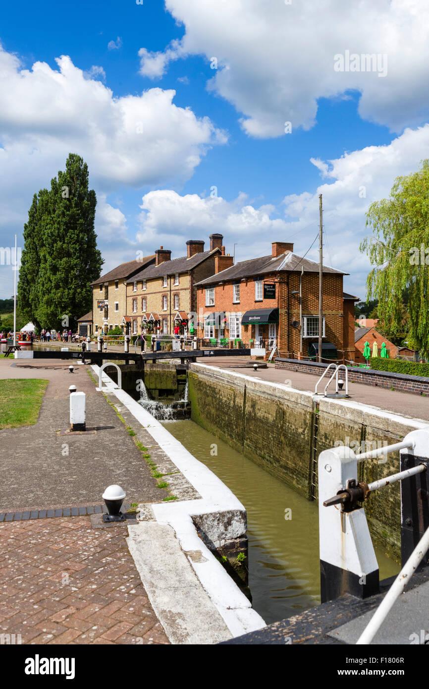 Serrure sur le Grand Union Canal à la recherche vers le Canal Museum, Stoke Bruerne, Northamptonshire, England, Photo Stock