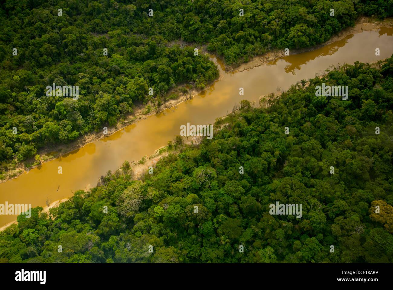 Amazon Rainforest aerial. La forêt primaire, la rivière Yavari Miri, entre Iquitos, Pérou et frontière Photo Stock