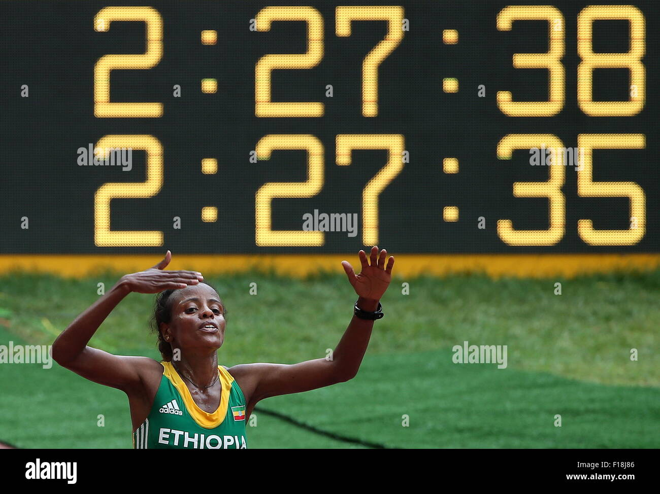 Beijing, Chine. Août 30, 2015. L'Éthiopie a Mare Dibaba remporte une médaille d'or dans la Photo Stock
