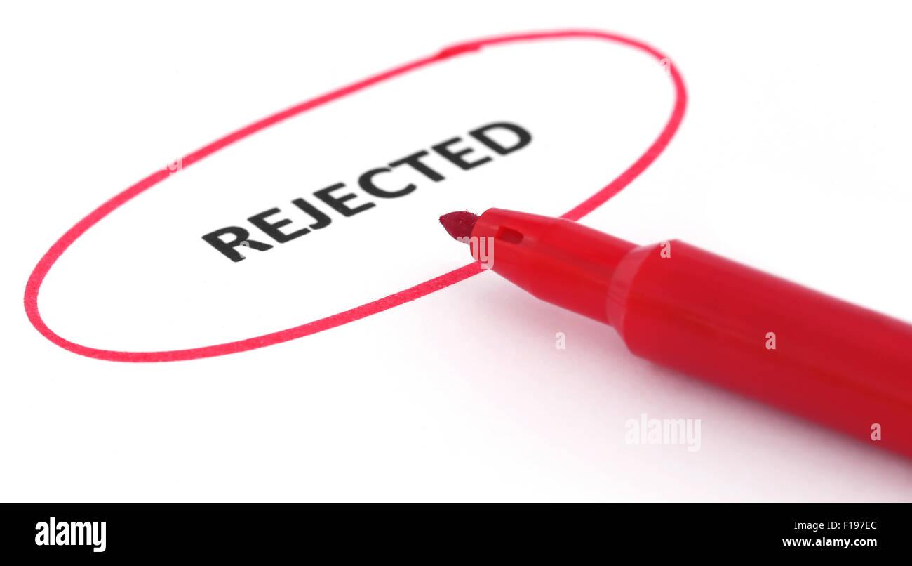 Rejetée écrit dans un article marqué avec stylo rouge Photo Stock