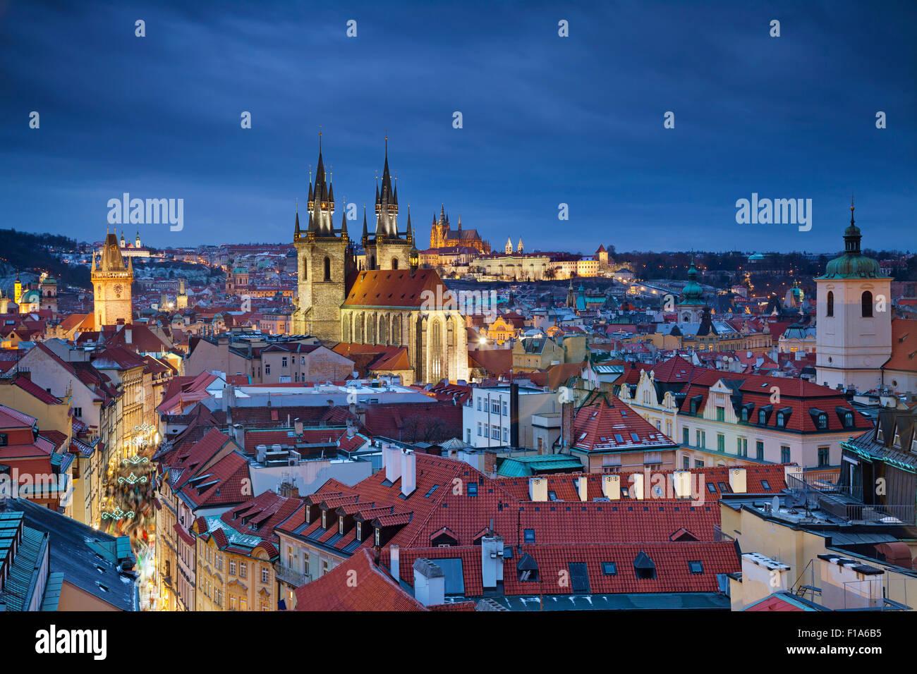 Prague. Image de Prague, capitale de la République tchèque, pendant le crépuscule heure bleue. Photo Stock