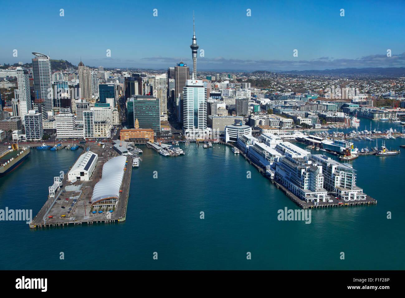 L 'Nuage' Evénements lieu, Queen's Wharf, le terminal des ferries, Sky Tower, et Hilton Hotel, Auckland waterfront, Banque D'Images