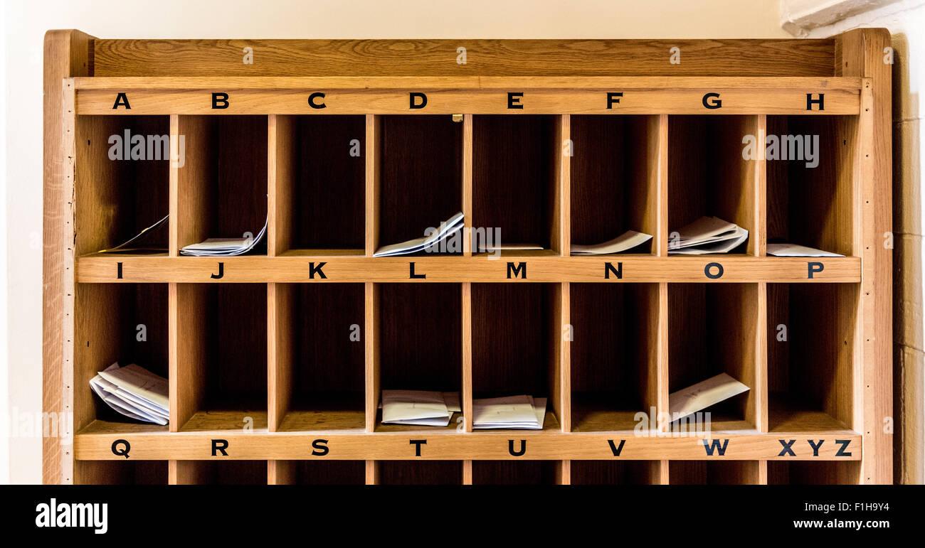 Trous cubby A-Z pour les lettres Photo Stock