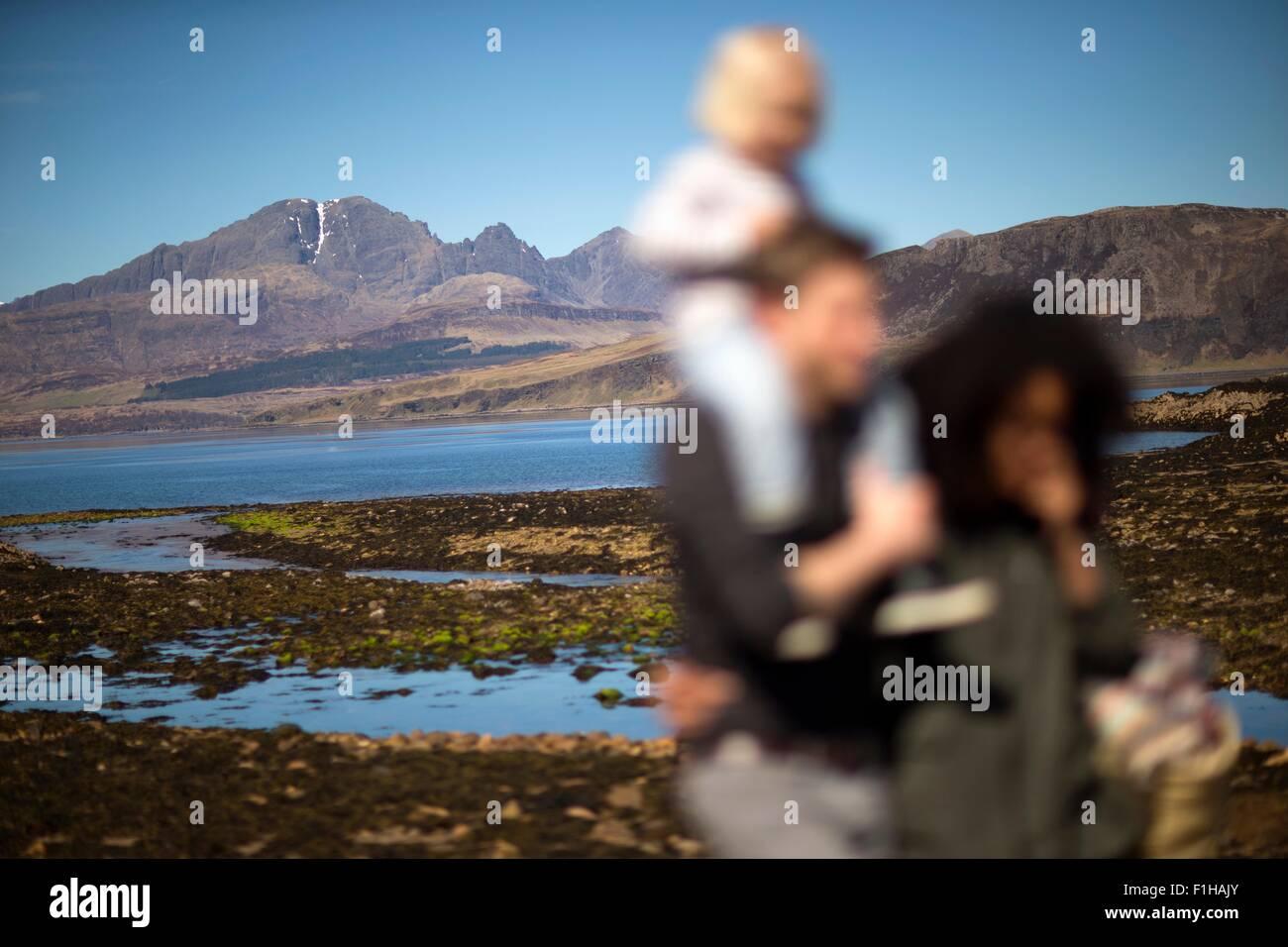 Famille à Loch Eishort, île de Skye, Hébrides, Ecosse Photo Stock