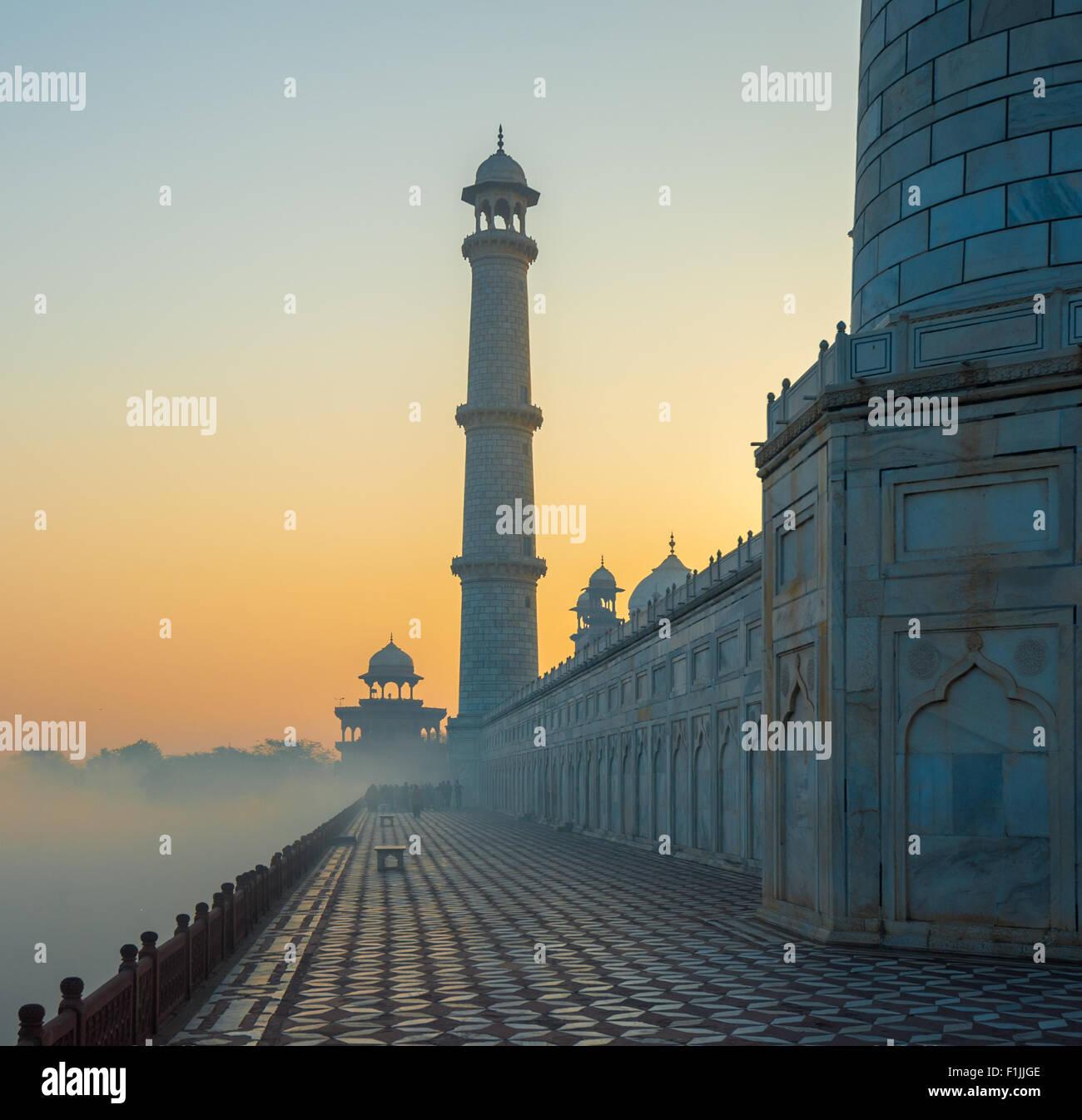 Taj Mahal au lever du soleil, Agra, Inde Photo Stock