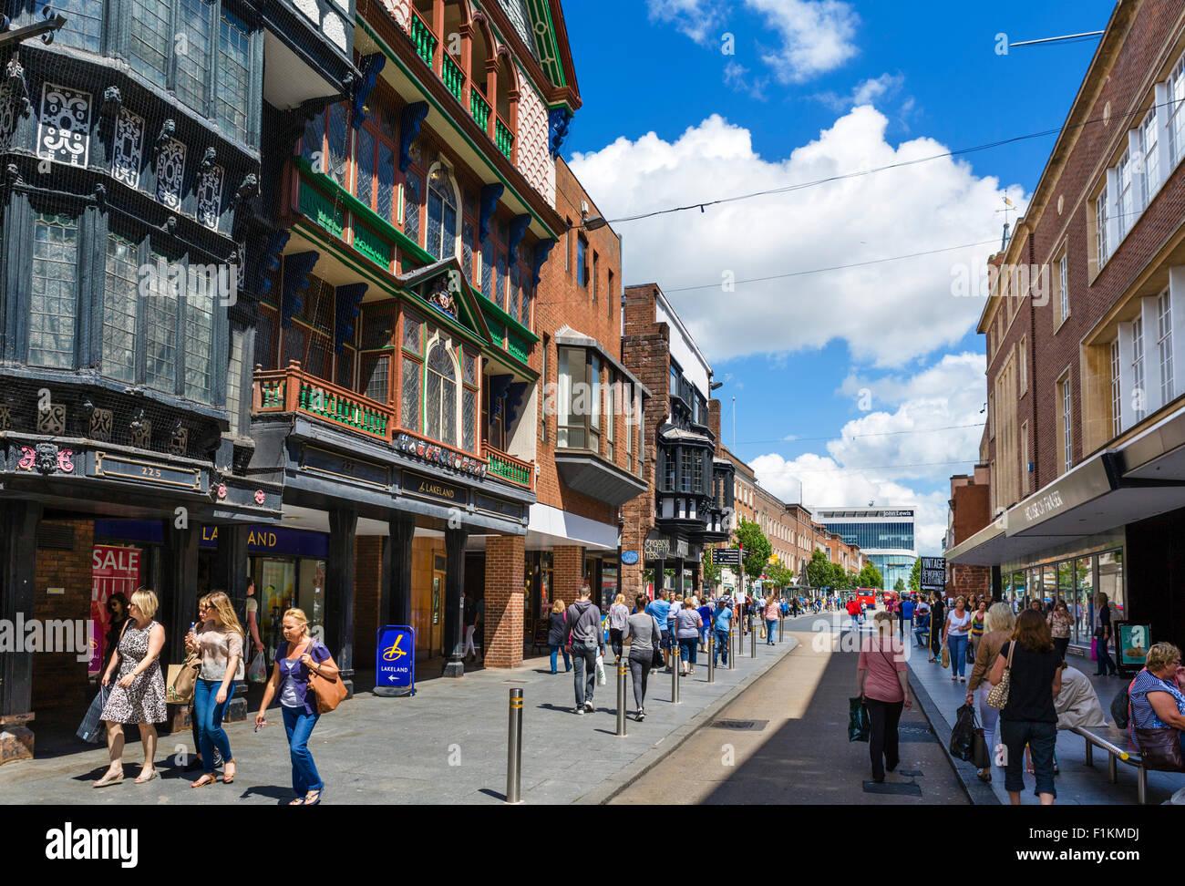 Boutiques sur la rue principale dans le centre-ville, Exeter, Devon, England, UK Photo Stock