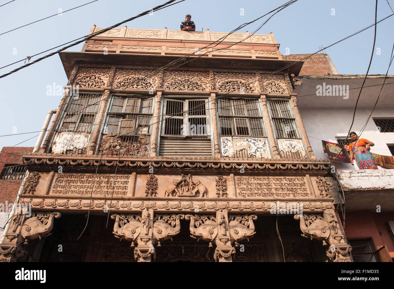 Agra, Uttar Pradesh, Inde. Mais richement sculptée temple délabré à Lakshmi, la déesse Photo Stock