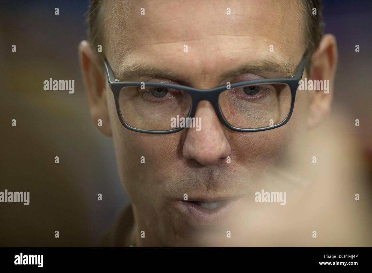Berlin, Allemagne. 08Th Nov, 2015. L'entraîneur-chef de l'Allemagne Chris Fleming (C) parle aux journalistes Photo Stock