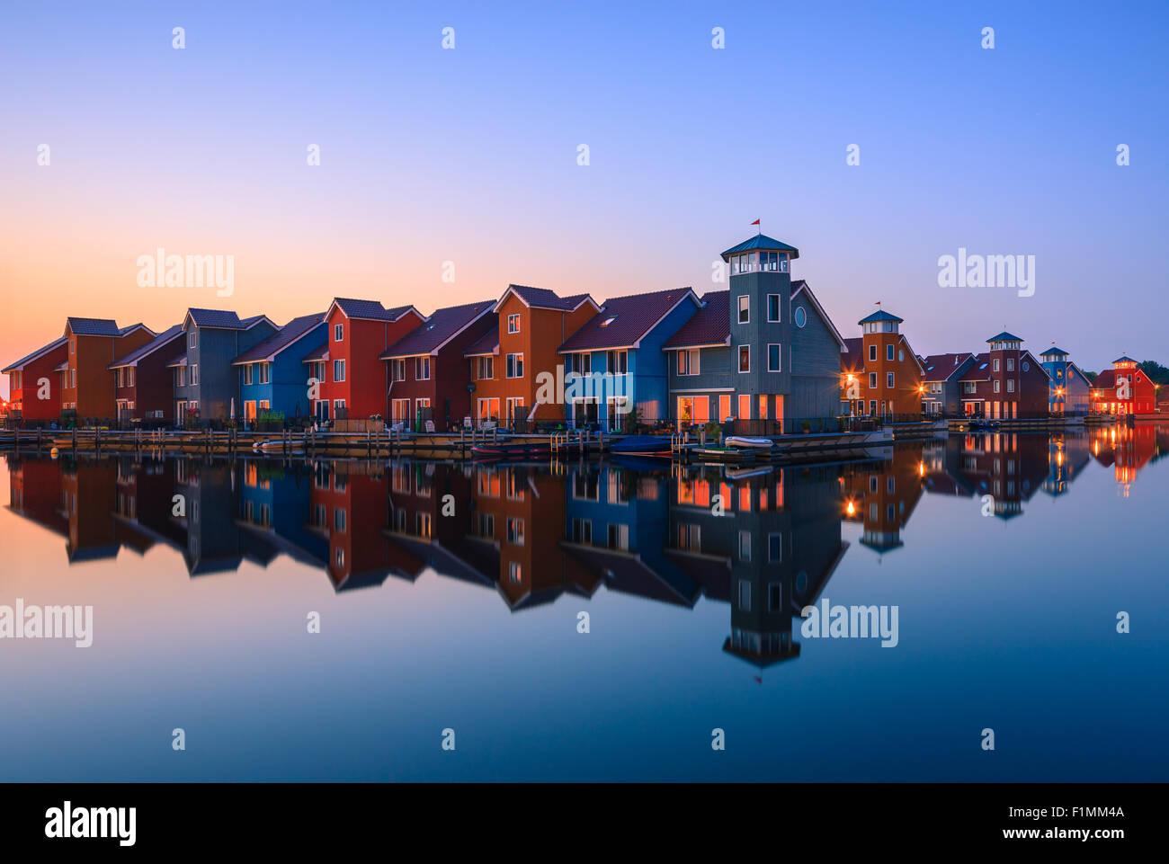 Maisons colorées à Reitdiephaven, Groningen, Pays-Bas Photo Stock