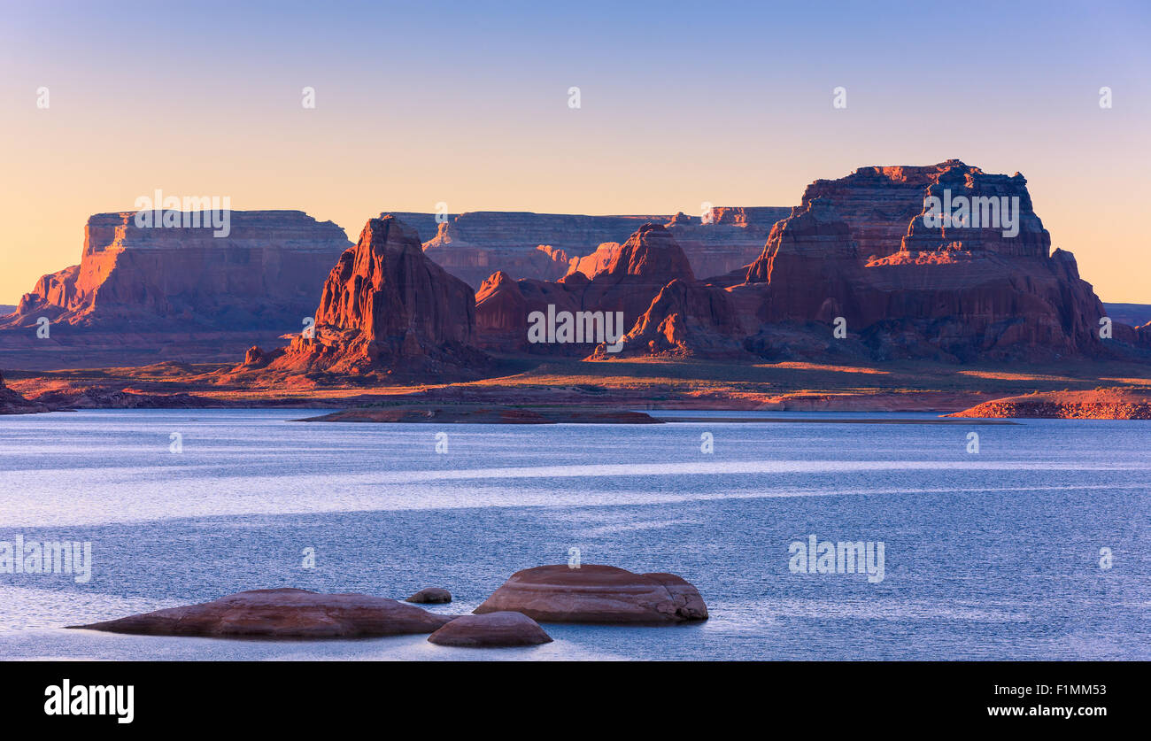 Padre Bay, du Cookie Jar Butte au lever du soleil. Le lac Powell, Utah, USA Photo Stock