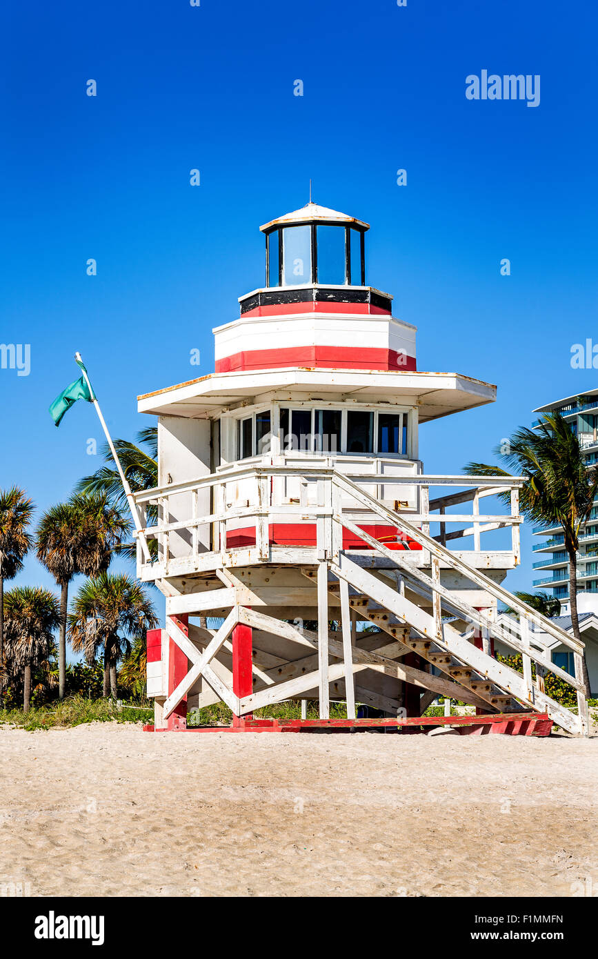 Lifeguard Tower colorés à South Beach, Miami Beach, Florida, USA Photo Stock
