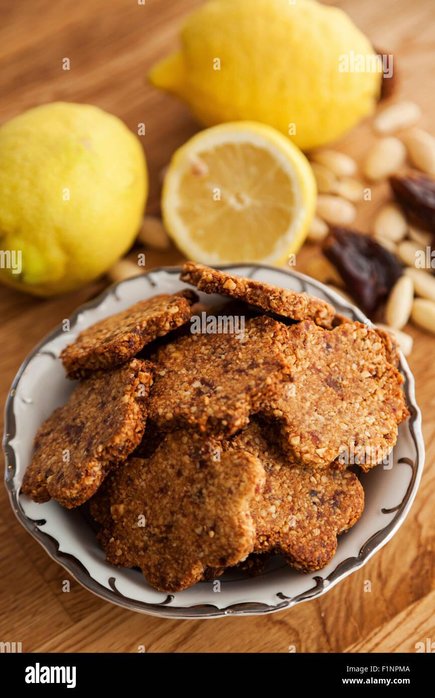 Gingembre sans gluten cookies aux amandes, dattes et cardamome Photo Stock