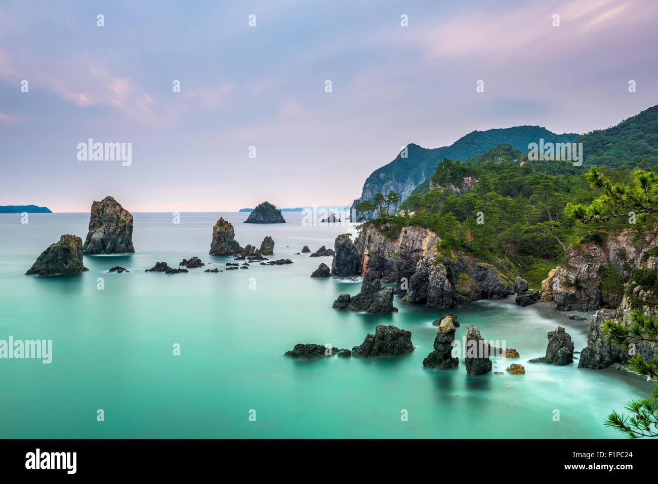 L'Île Omijima, Yamaguchi, Japon côte rocheuse sur la mer du Japon. Photo Stock