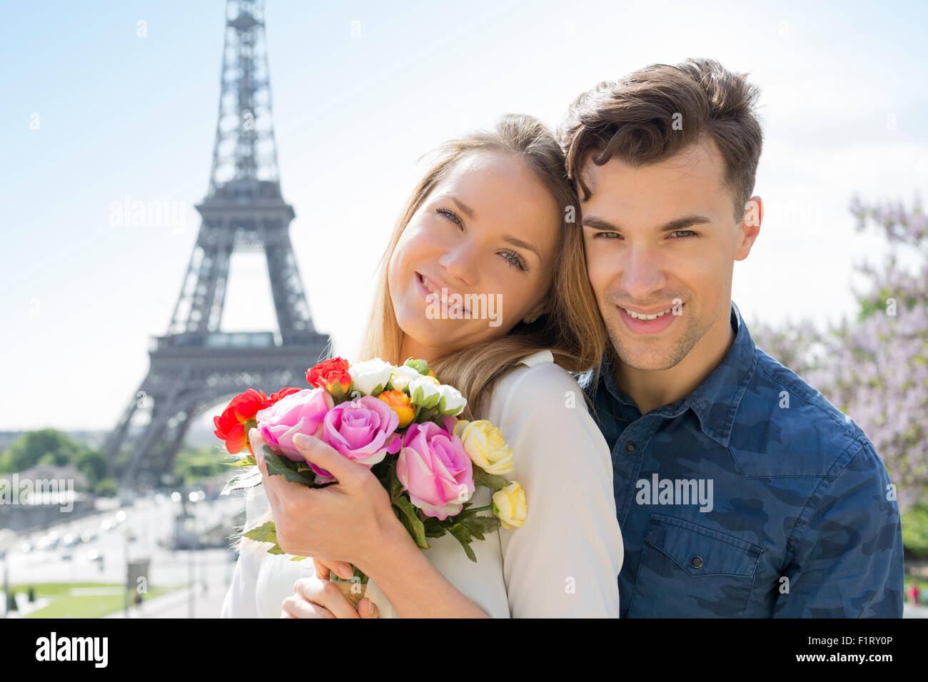 En couple à Paris Photo Stock