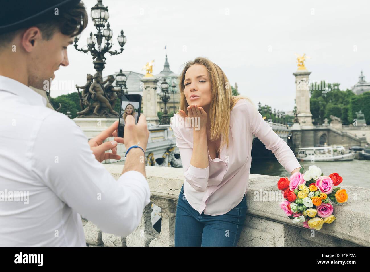 En couple à Paris Photo Stock