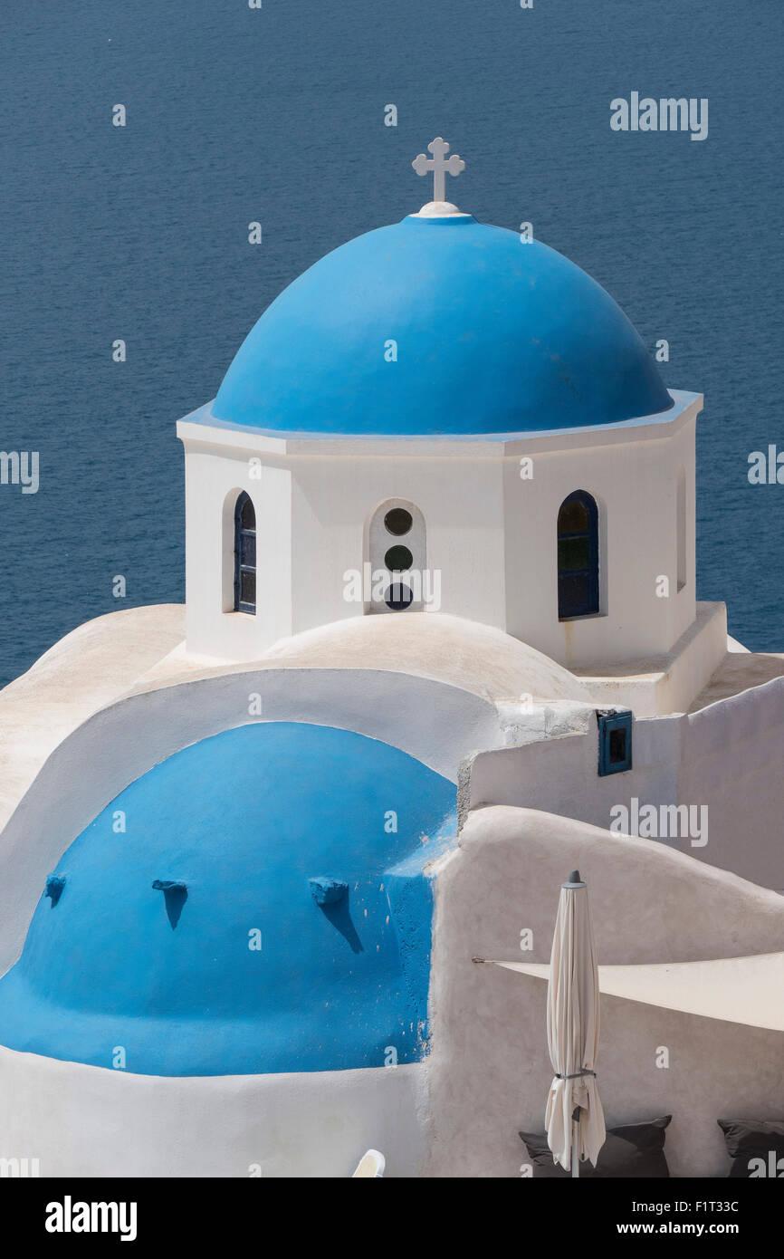 Église à Oia, Santorini, Cyclades, îles grecques, Grèce, Europe Photo Stock
