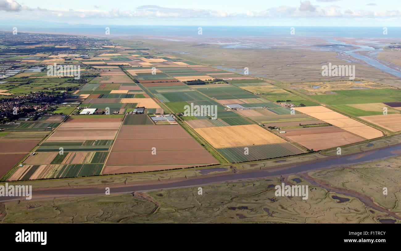 Vue aérienne des terres agricoles à Hesketh Bank & Réserve naturelle de l'estuaire de Ribble, Photo Stock