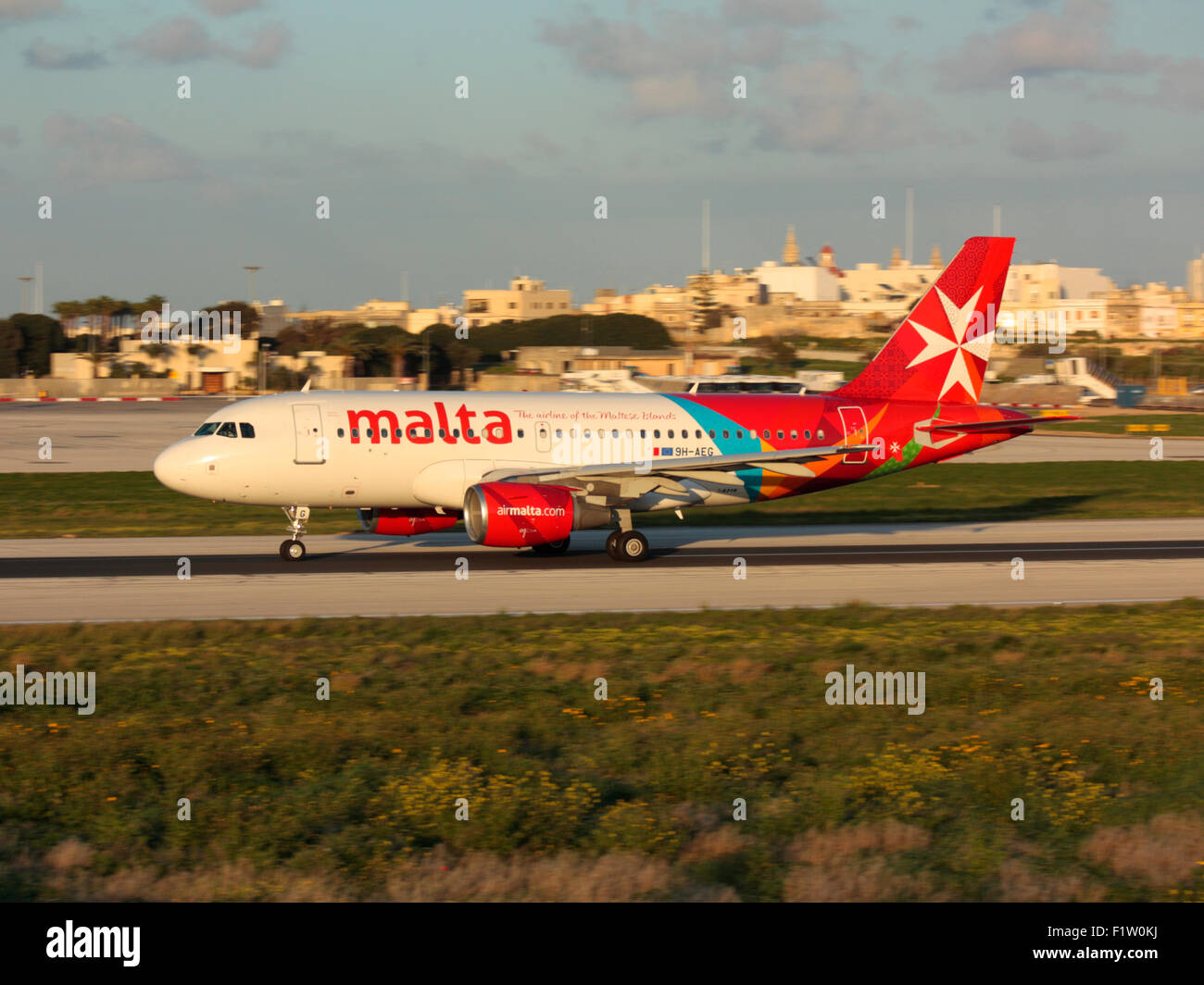 Les voyages aériens. Air Malta avion Airbus A319 au décollage à Malte Photo Stock