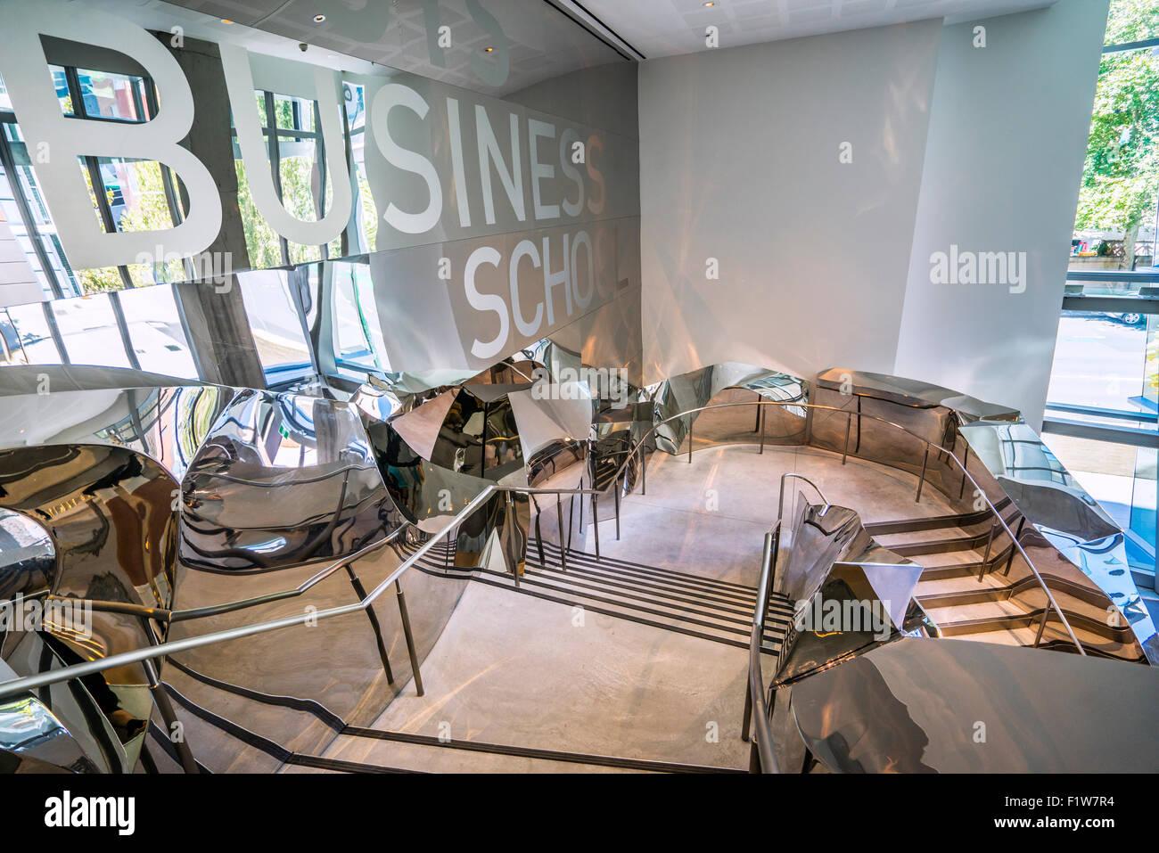L'Australie, New South Wales, Sydney, University of Technology Sydney, UTS, escaliers sont en acier inoxydable Photo Stock