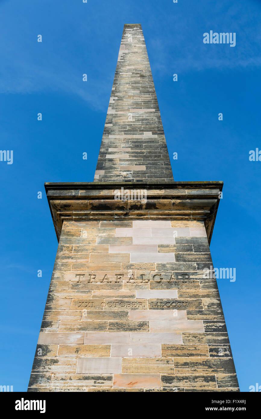 Monument Nelson dans le parc public de Glasgow Green montrant l'inscription pour commémorer la bataille de Trafalgar, Écosse, Royaume-Uni Banque D'Images