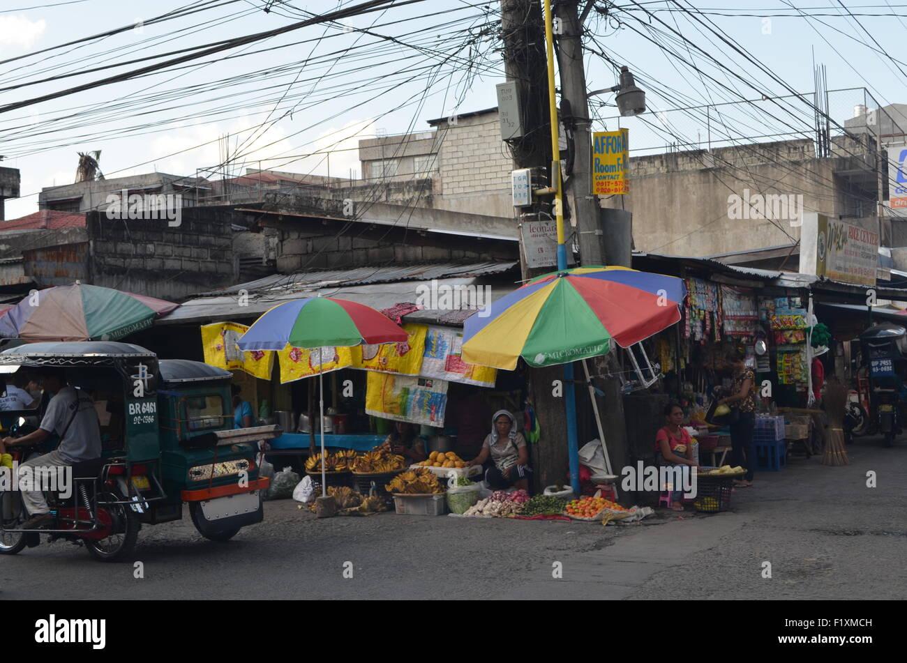 Un marché de rue dans Tuguegaro, tout le quartier de la ville est couvert le long de ses trottoirs avec thesekind Photo Stock