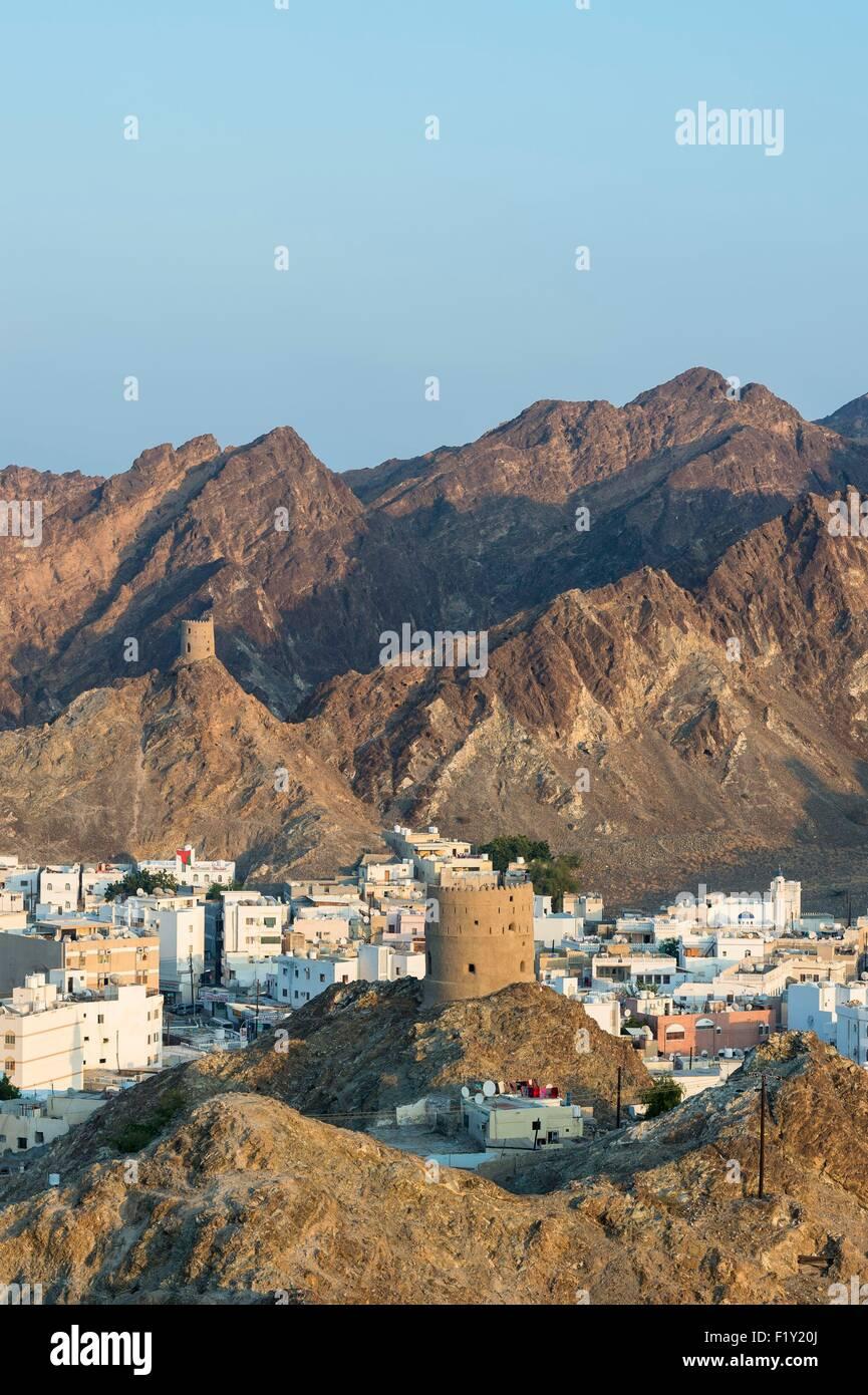Sultanat d'Oman, Muscat, gouvernorat de Muscat (ou Muscat), Mutrah (ou Matrah) Harbour au pied du Mont Hajar Photo Stock