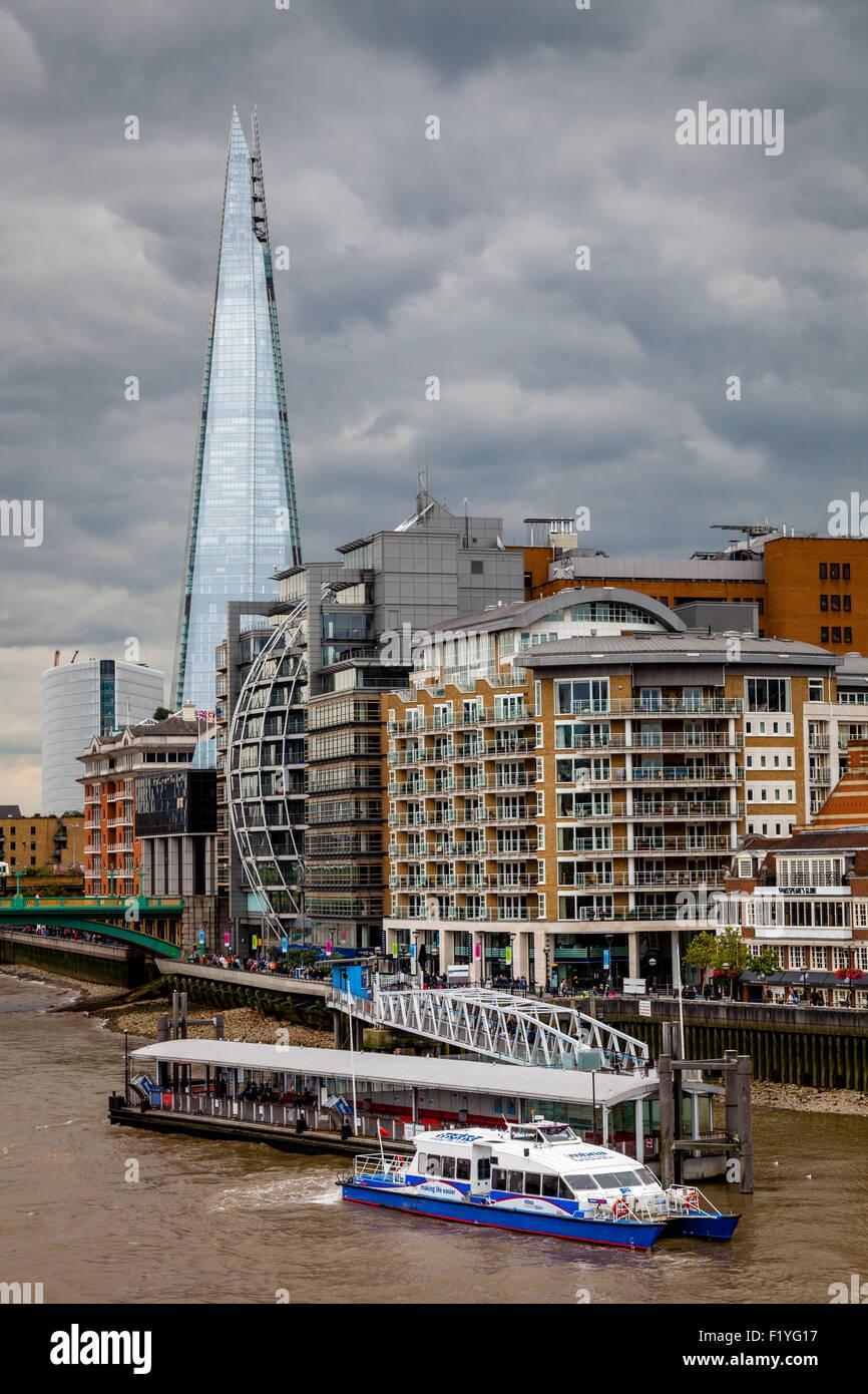 Le Shard, La Tamise et propriétés riveraines, Londres, Angleterre Photo Stock