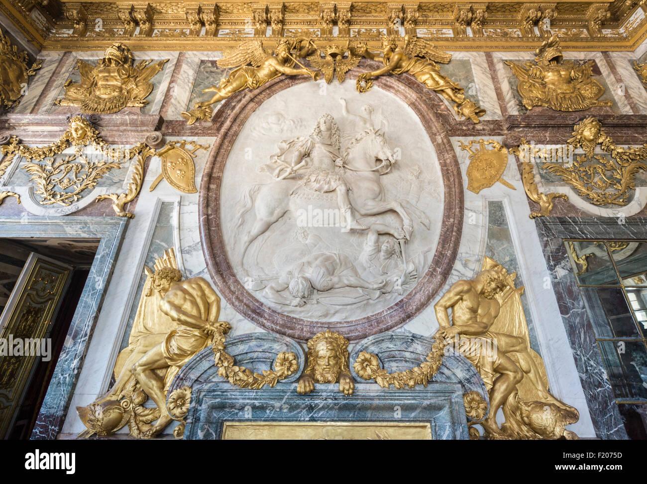 Tourisme En France Sculpture Du Roi Soleil Louis Xiv Dans La
