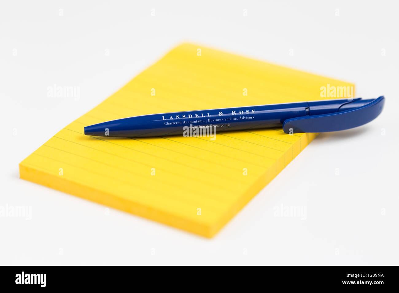 Stylo et bloc-notes papeterie Produits de bureau Photo Stock