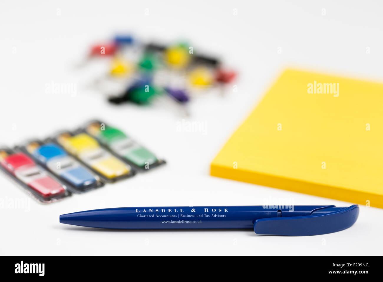 Les stylos et la papeterie Produits de bureau Photo Stock