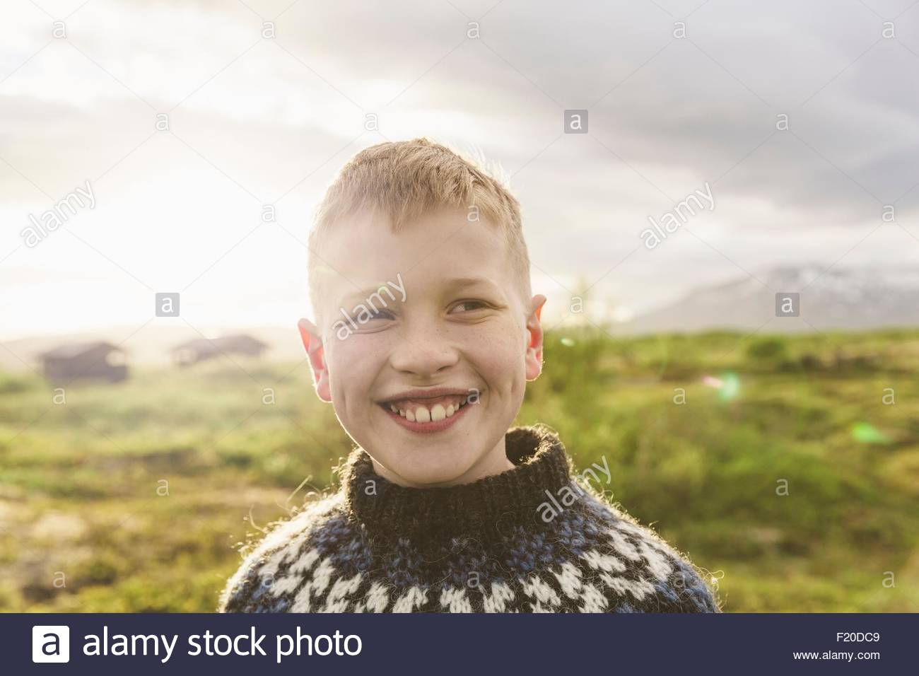 Portrait of boy wearing knit sweater, Þingvellir, Islande Photo Stock