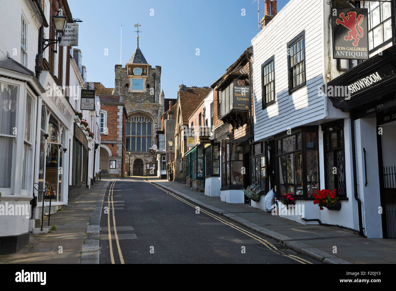 Lion Street et Saint Mary's Church, Rye, East Sussex, Angleterre, Royaume-Uni, Europe Photo Stock