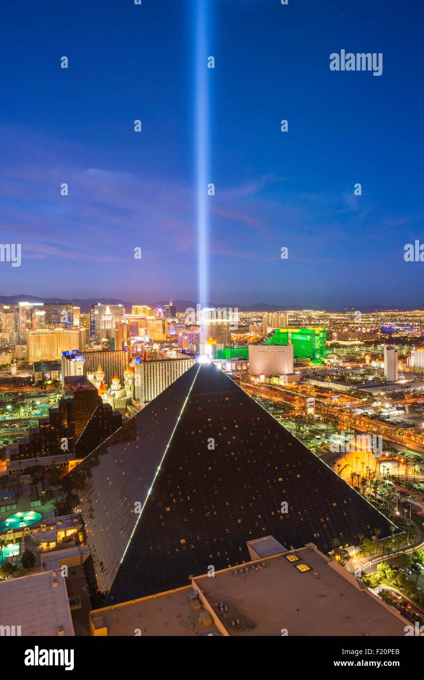 United States, Nevada, Las Vegas, le Luxor Hotel and Casino et le bandeau Photo Stock