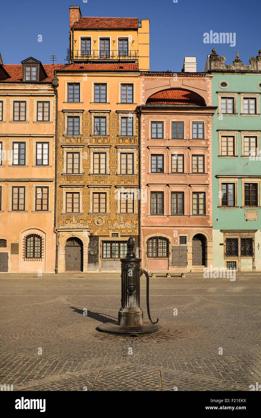 Pologne, Varsovie, Stare Miasto ou la place de la vieille ville, côté ouest de la place avec 19e siècle Photo Stock