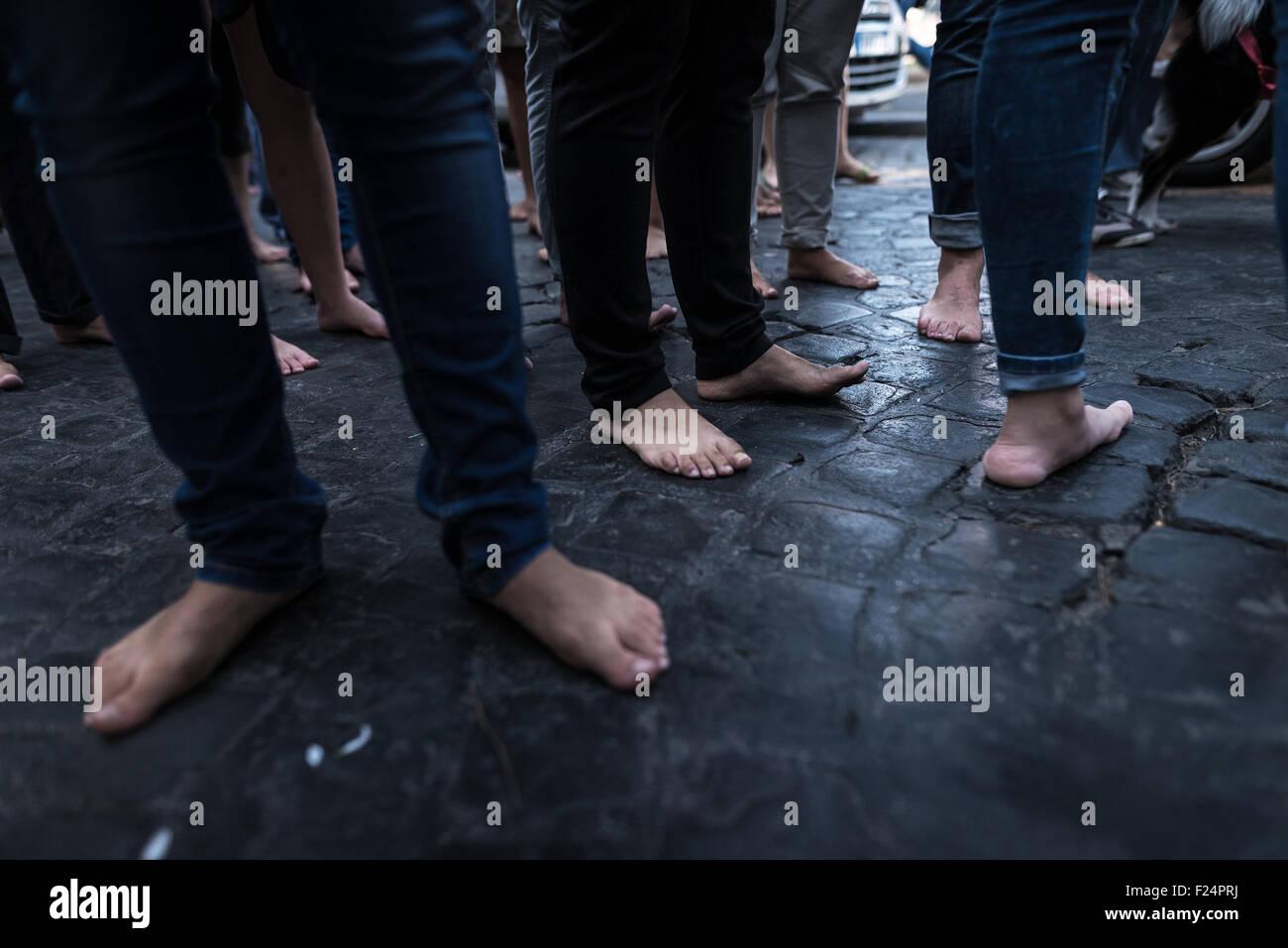 Naples Italie Sep 11 2015 Mars De Barefoot Les Femmes Et Les Hommes Est Un Evenement Lance Par De Nombreuses Personnalites Publiques Italiennes En Faveur Des Migrants L Evenement A Eu Lieu Dans