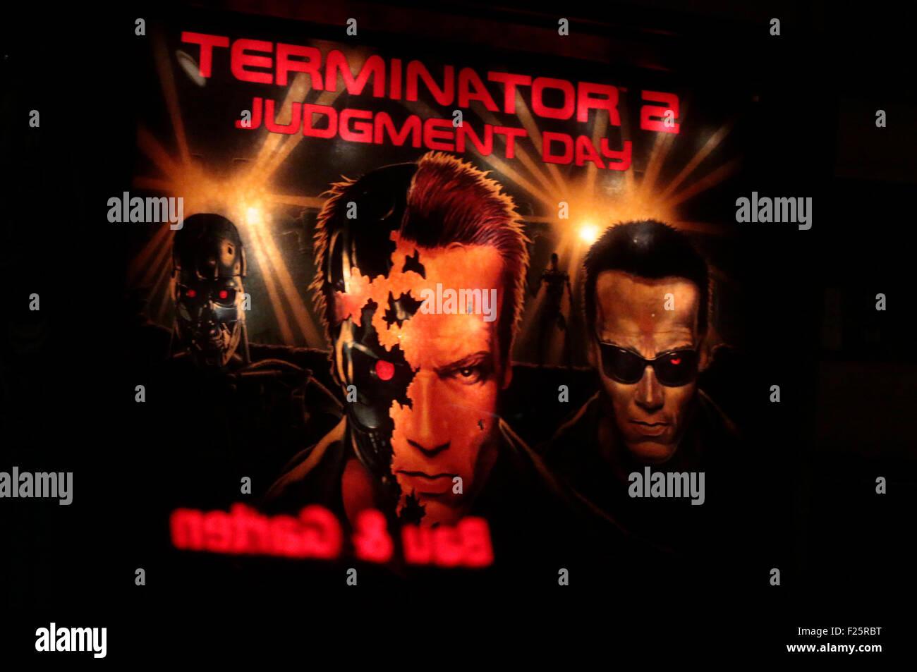 """Historisches Werbeplakat fuer den Spielfilm """"Terminator Jugdement Day' mit Arnold Schwarzenegger, Berlin. Photo Stock"""