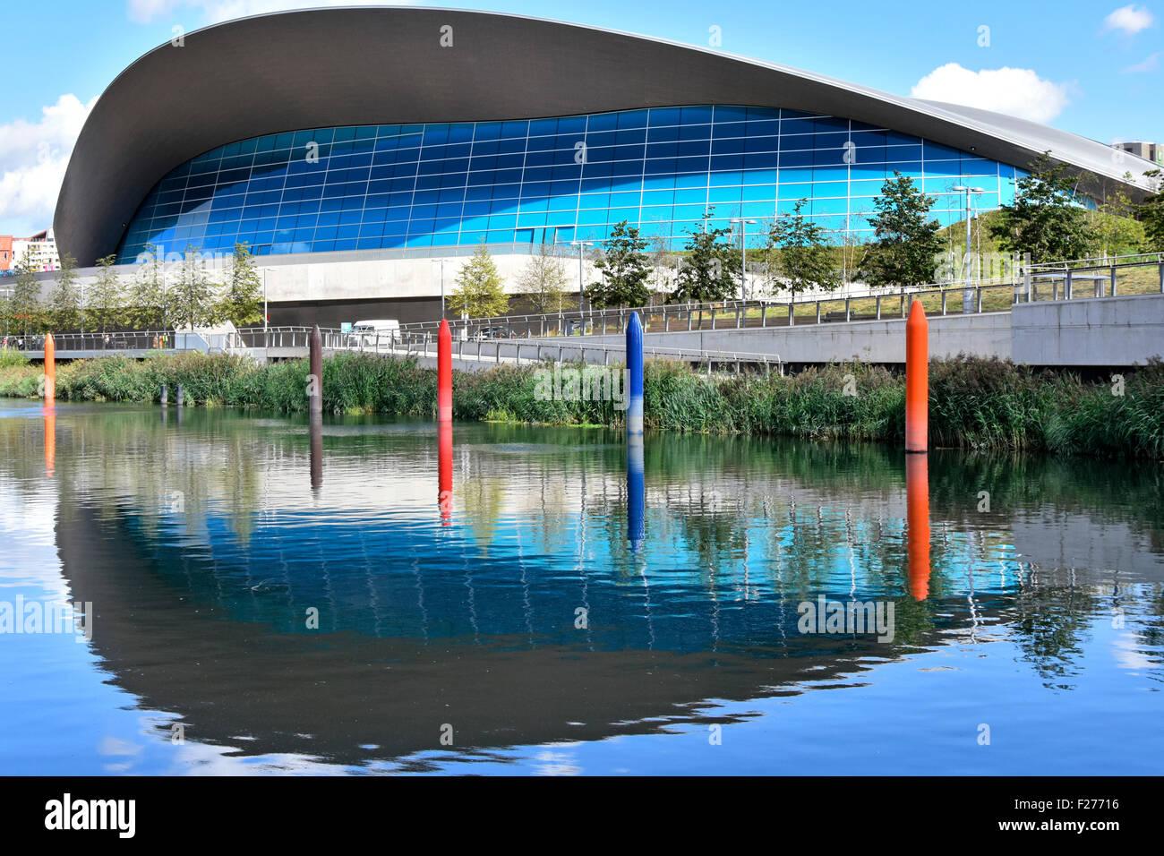 Centre aquatique de Londres par l'architecte Zaha Hadi & Waterworks River stèles sculptures dans le Photo Stock