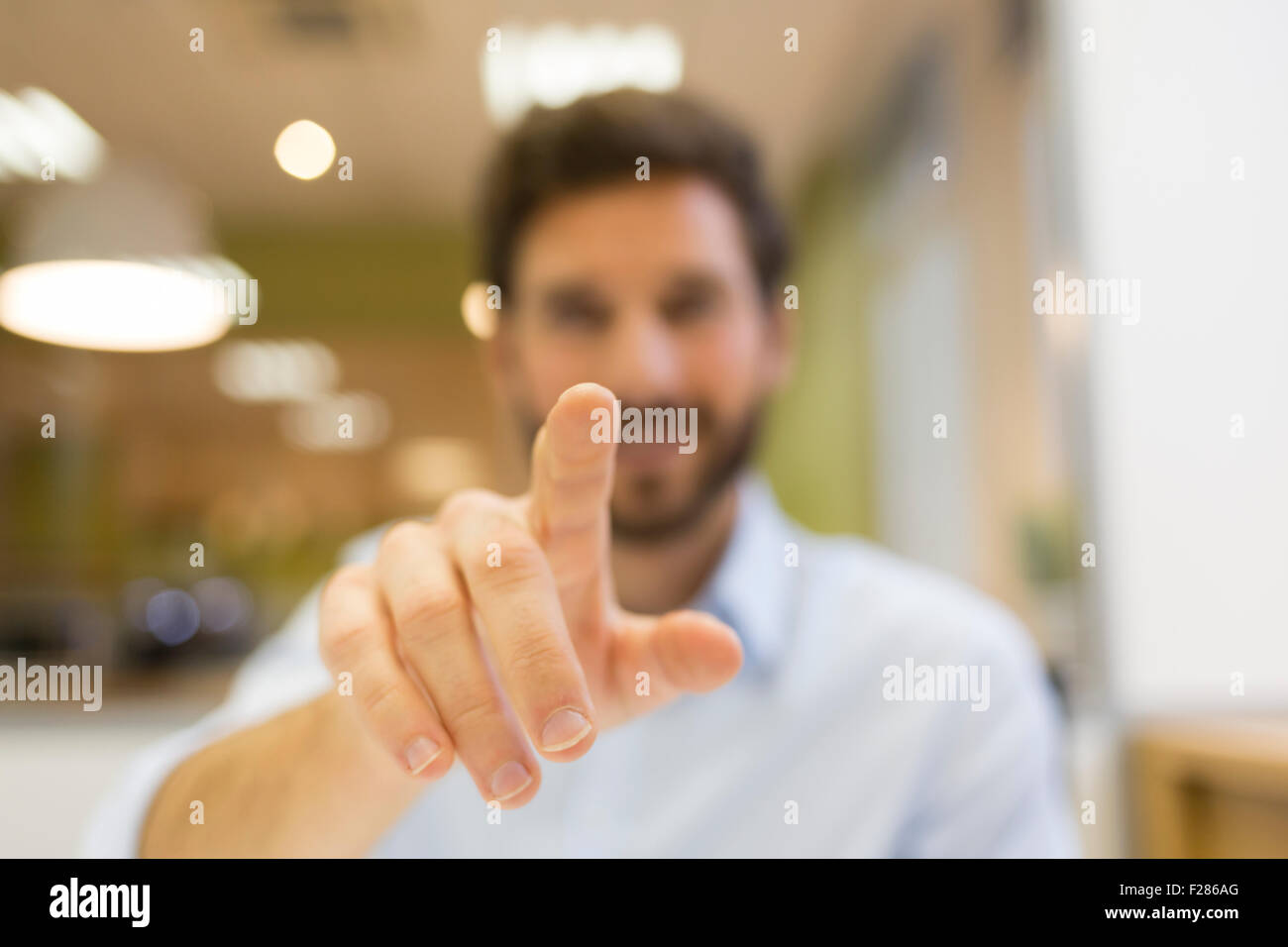Businessman in office using interactive screen Banque D'Images