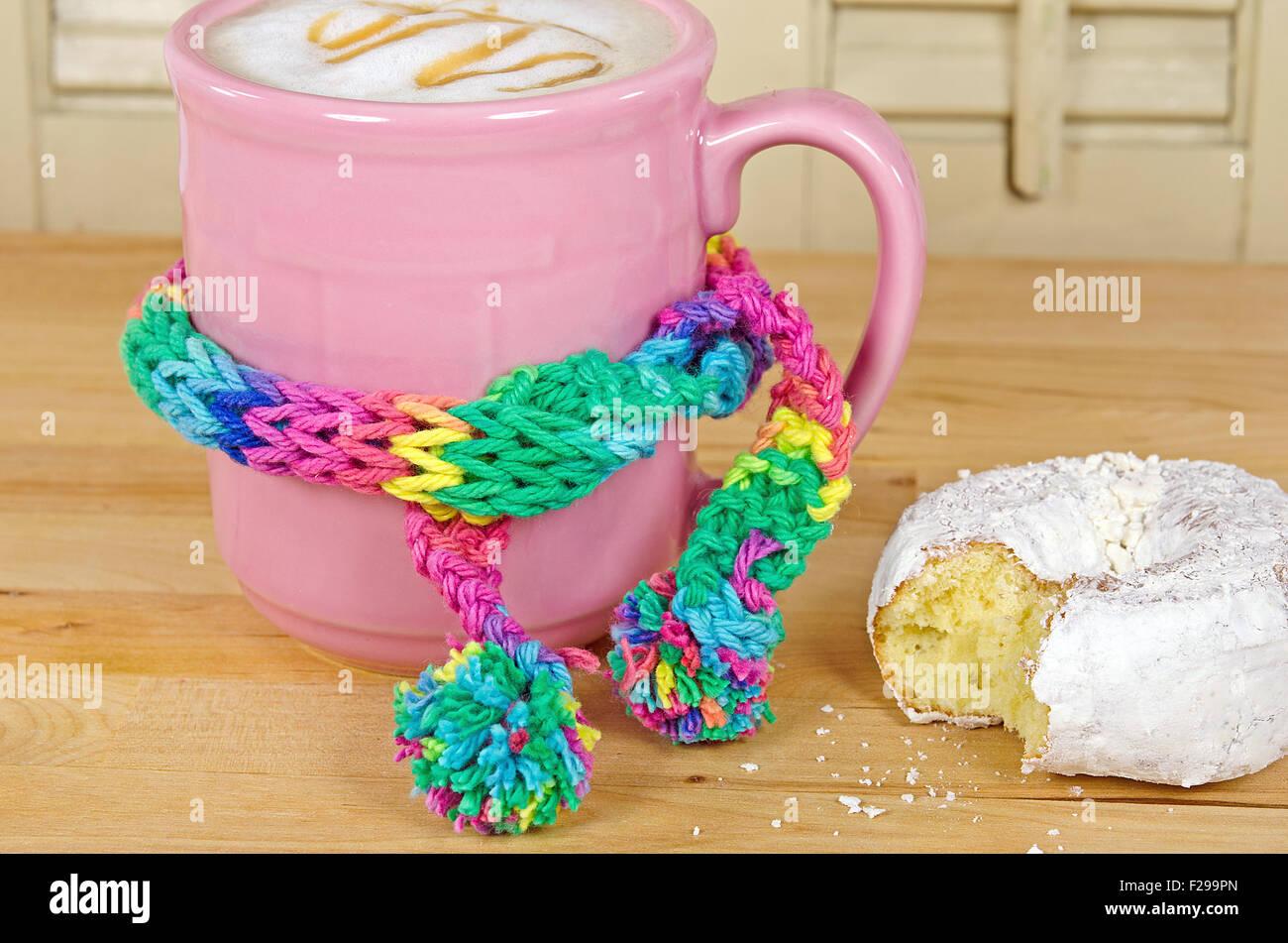 Echarpe Bite donut bite yellow photos & donut bite yellow images - alamy
