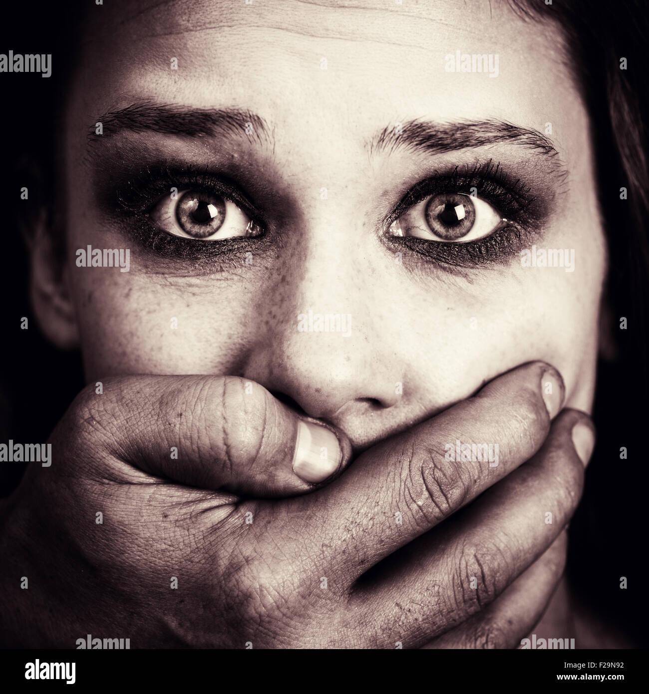 Peur femme victime de la torture et de la violence Photo Stock