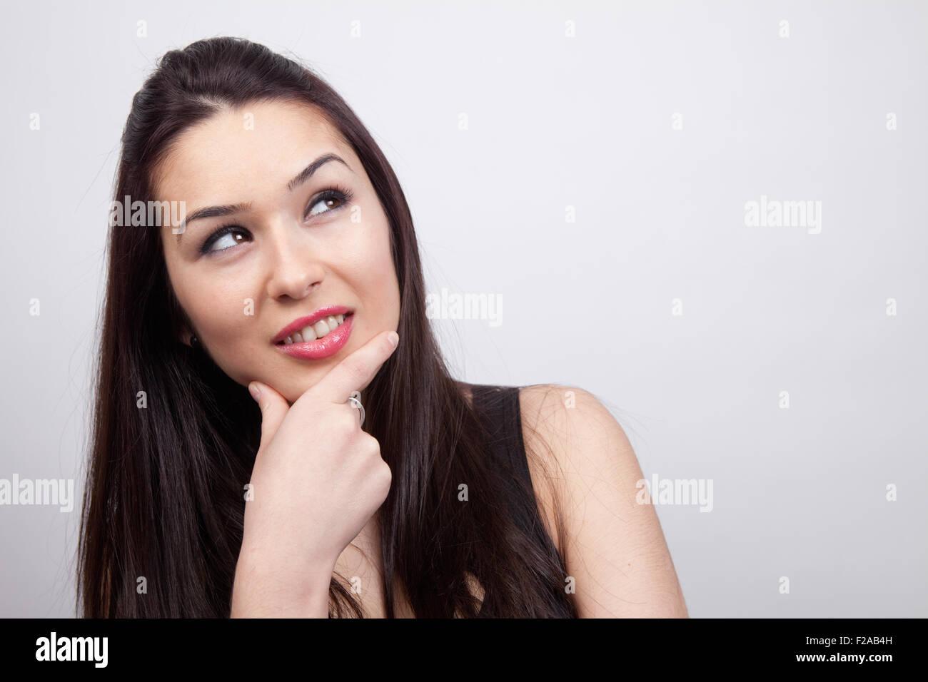 Creative pensive cute woman ayant une idée Photo Stock