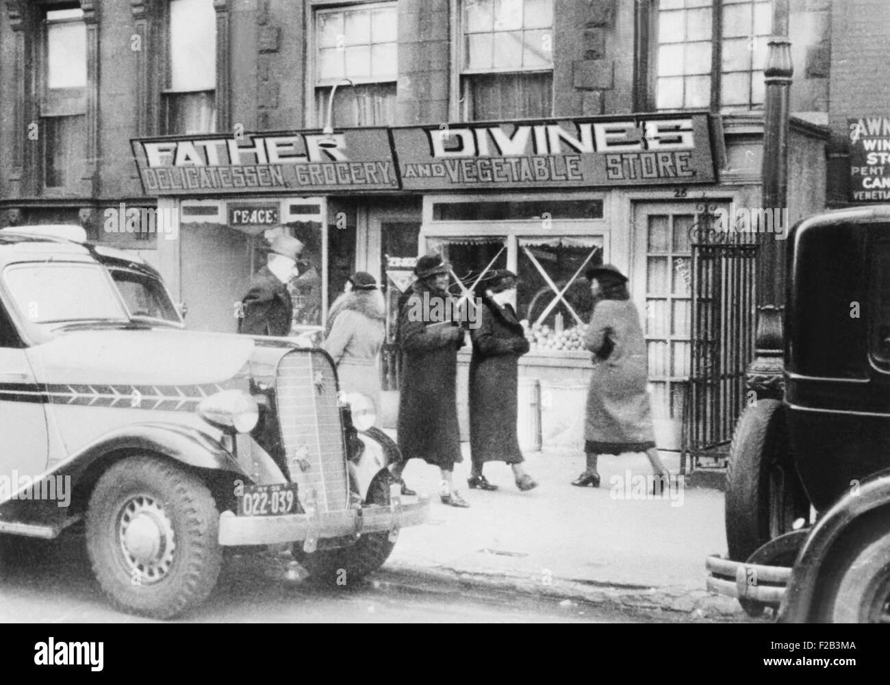 L'un des père du mouvement de la paix Divine Mission épicerie qui vend des aliments au coût. Photo Stock