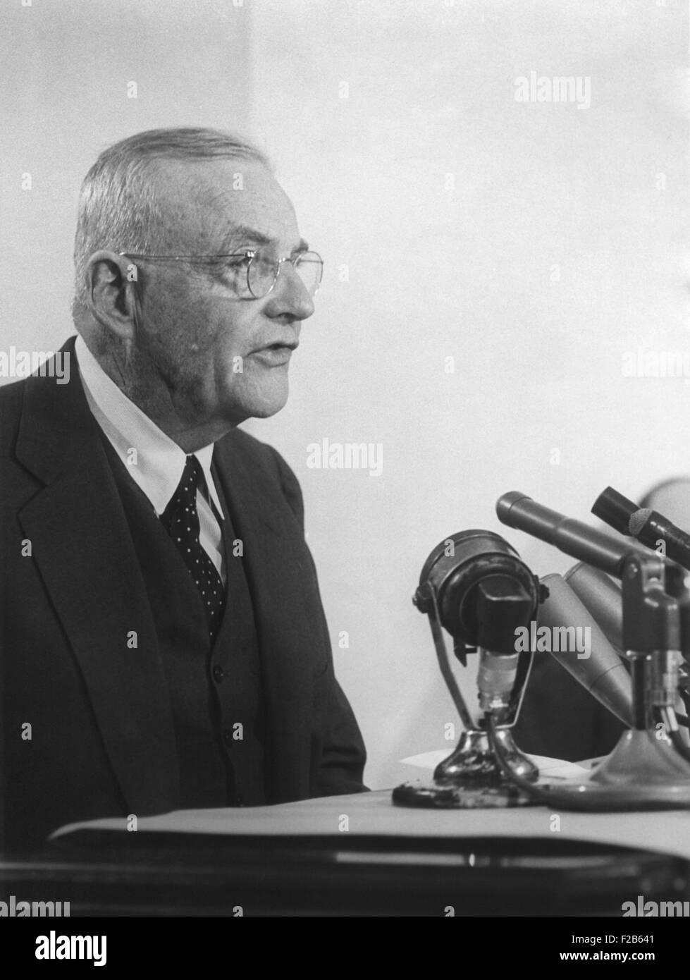 Le secrétaire d'État John Foster Dulles a parler dans les microphones. 3 février 1959. Il était Photo Stock