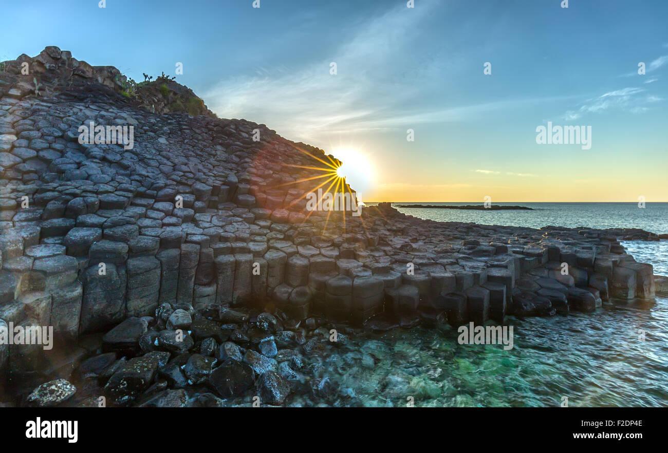 Sunstar sur Ganh Da Dia, Vietnam Banque D'Images