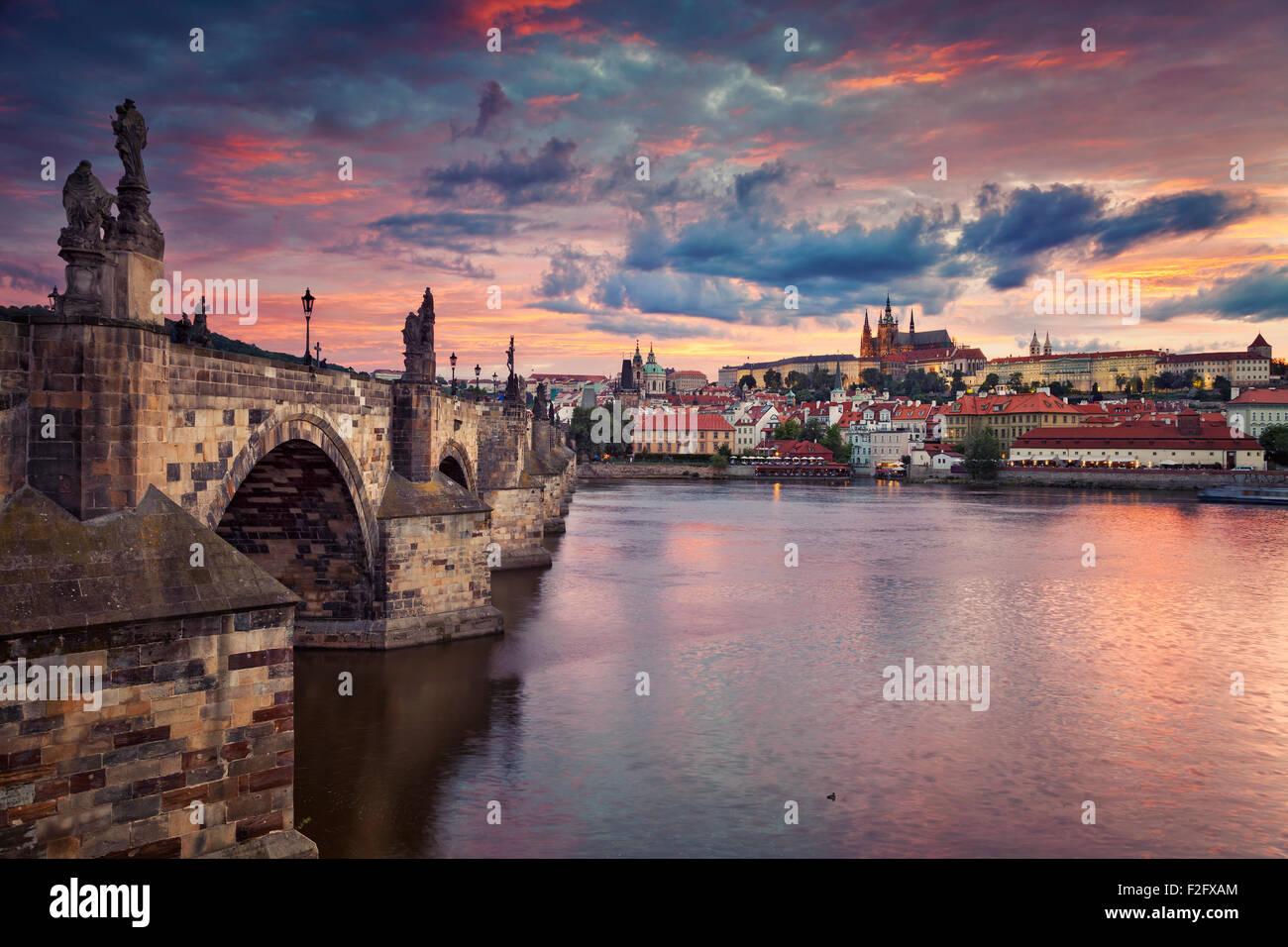 Prague. Image de Prague, capitale de la République tchèque, au cours de beau coucher du soleil. Photo Stock