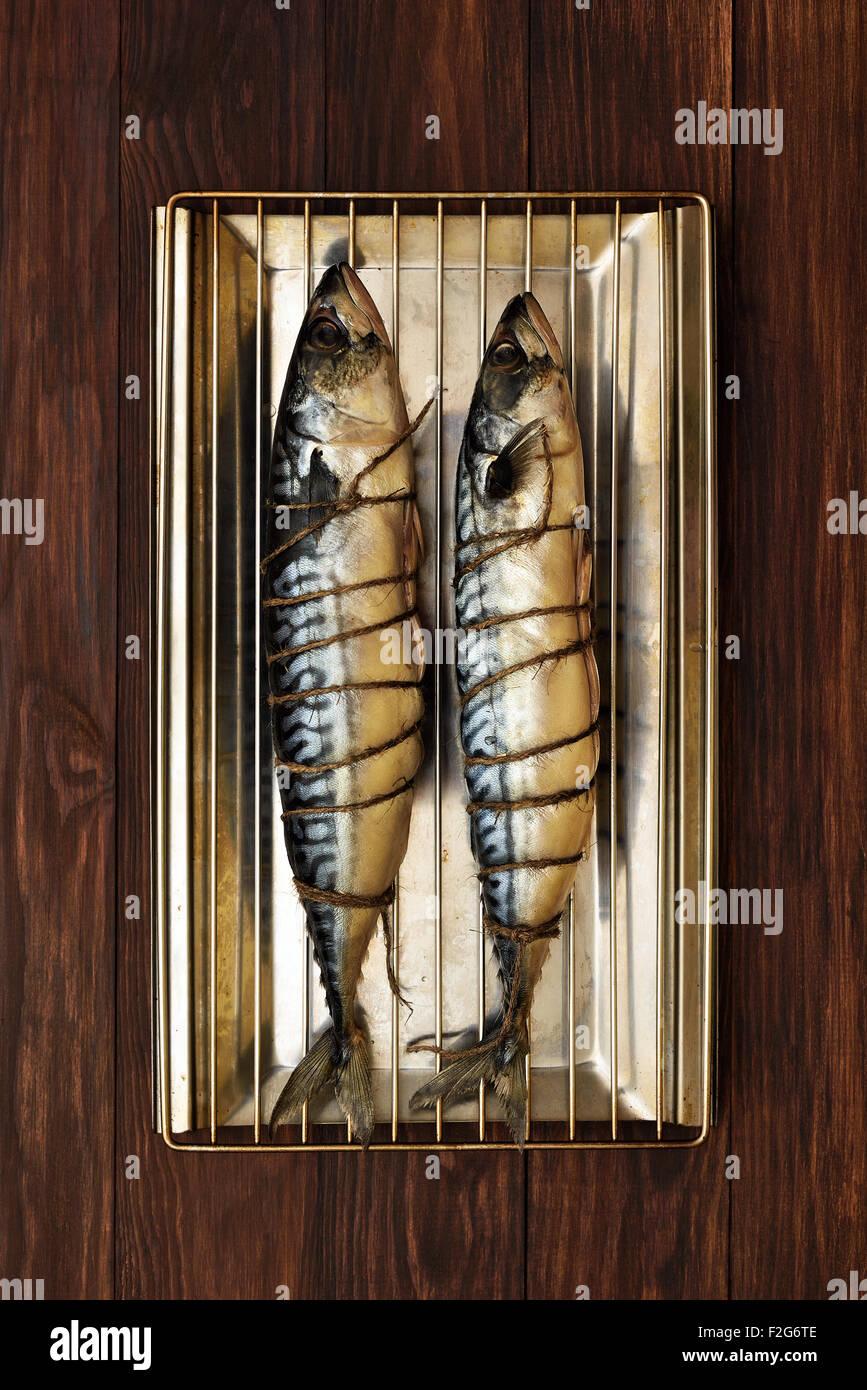 Le maquereau cru prêt pour le poisson séché à la fumée, vue du dessus Photo Stock