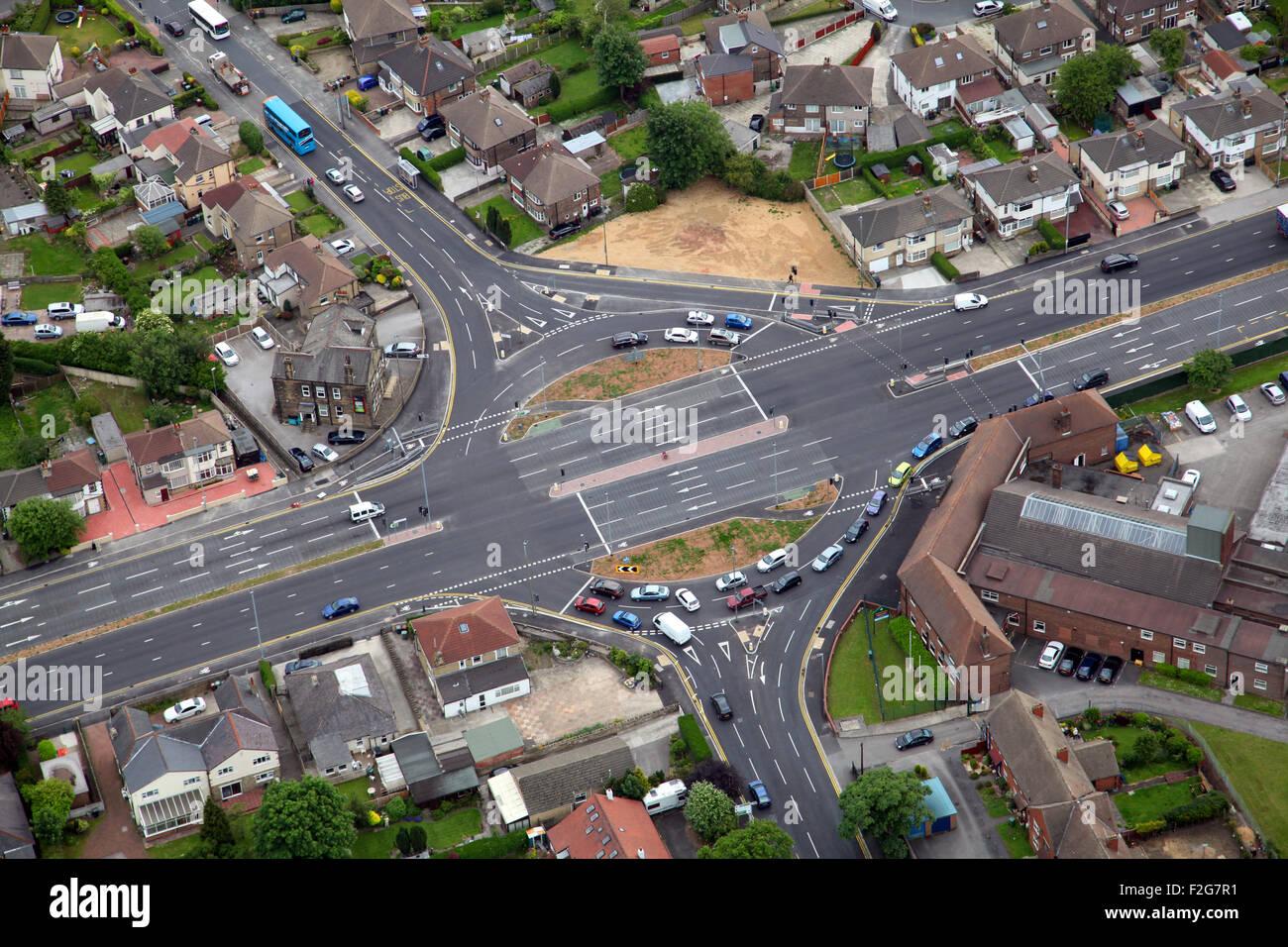 Vue aérienne d'un rond-point de la jonction de l'647 Bradford Road entre Bradford et Leeds, Yorkshire, Photo Stock