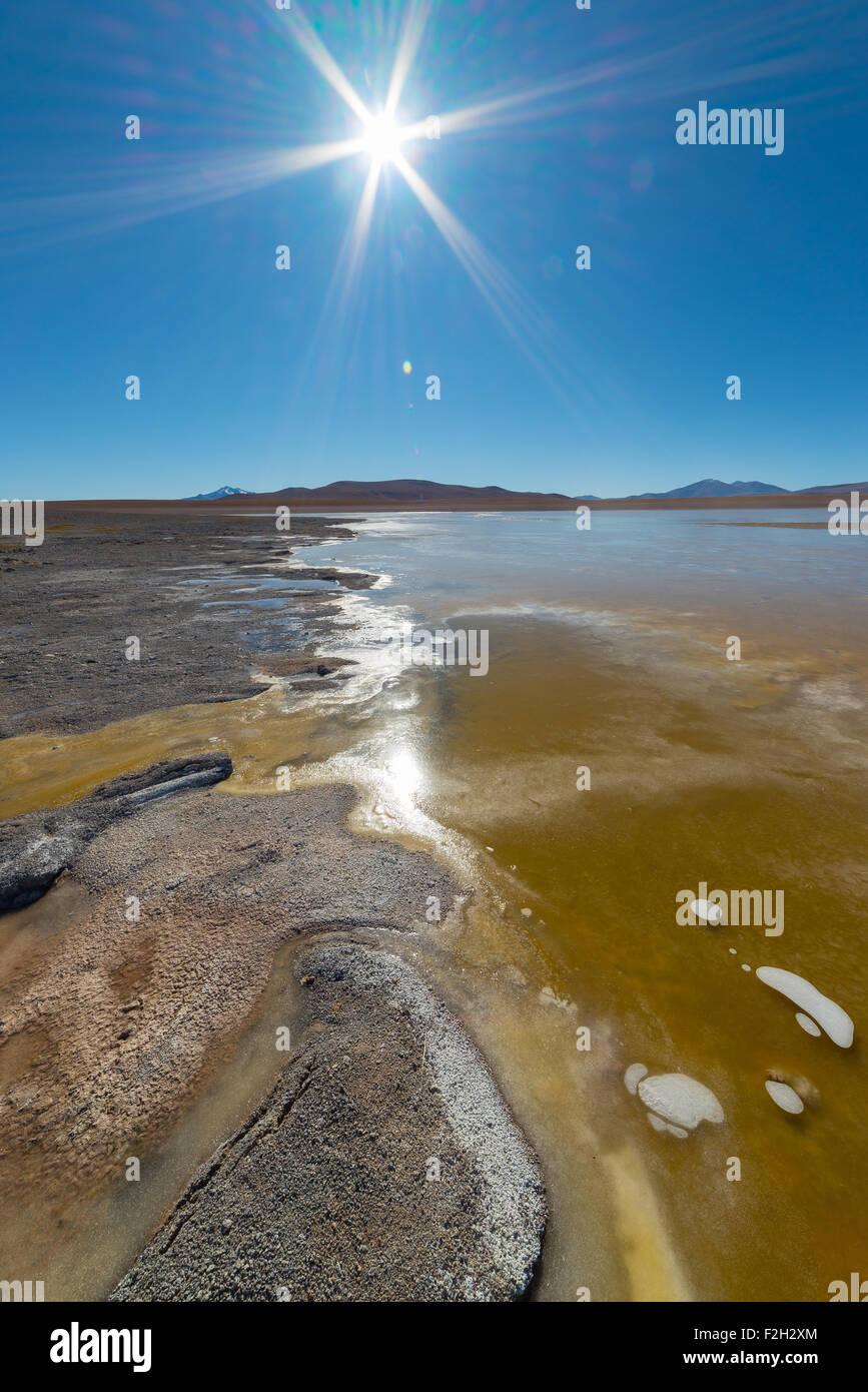 Vue grand angle d'un salt lake congelé ('Laguna Helionda') sur le chemin de la célèbre Photo Stock